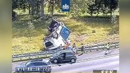Het ongeval op de A16 (foto: Rijkswaterstaat)