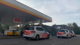 De politie bij het tankstation in Den Bosch (foto: Bart Meesters / SQ Vision).