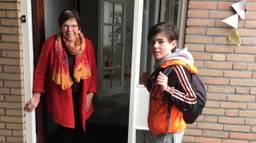 Levi en zijn trotse oma (foto: Noël Kleijne).