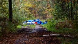 Tientallen vaten drugsafval liggen in het grensgebied tussen Helenaveen en Griendtsveen (foto: Dave Hendriks/SQ Vision).