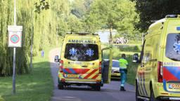 Ambulances kwamen ter plekke bij de Oosterplas. (Foto: Bart Meesters / SQ Vision)