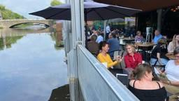 Dronebeelden van het stijgende water in en om Den Bosch