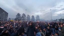 Feestende fans in Tilburg (foto: ultrassnl/Twitter).
