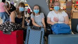Stress bij reizigers  Eindhoven Airport: 'Blij als we er zijn'