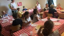 Spelletjes en pannenkoeken op de laatste schooldag (foto: Tonnie Vossen)