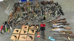 Er zijn 390 wapens ingeleverd in West-Brabant tijdens #Dropjeknife. (Foto: Politie)