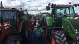 Boeren brengen het verkeer tot stilstand op de A2 (foto: Omroep Gelderland).