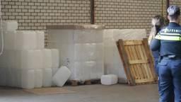Een deel van de gevonden chemicaliën (foto: Perry Roovers/SQ Vision Mediaprodukties).