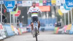 Mathieu van der Poel wint voor de vijfde keer de Scheldecross in Antwerpen (Foto: Orange Pictures)
