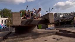 Jonge freerunners nemen Tilburgse fontein over
