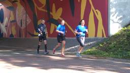 Plukjes hardlopers in Waalre bij hun alternatieve marathon (foto: Jan Waalen).