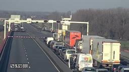Doembeeld: filevorming op de Haringvlietbrug (foto: Rijkswaterstaat).