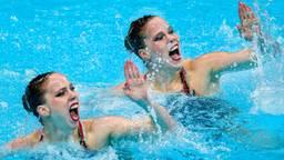 Noortje en Bregje de Brouwer in actie tijdens de Olympische Spelen (Foto: OrangePictures)