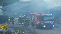 Veel rook bij korte brand in schuur met 60 kalveren in Oijen