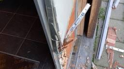Een opengebroken deur bij V.V. Vessem (foto: politie).