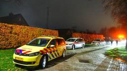 Ambulance en politie waren snel aanwezig na de steekpartij in Duizel (foto: Rico Vogels/SQ Vision Mediaprodukties).