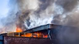 Het vuur sloeg snel om zich heen (foto: Marcel van Dorst/SQ Vision Mediaprodukties).