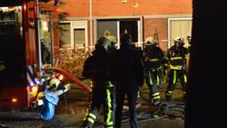 De brandweer bij het getroffen huis (foto: Perry Roovers/SQ Vision Mediaprodukties).