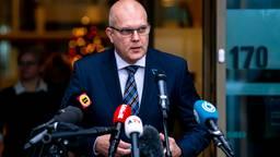 Burgemeester Egbert Lichtenberg geeft een verklaring aan de pers. (Foto: Marcel van Dorst