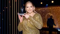 Nikkie de Jager won de prijs voor beste presentatrice (foto:  Mischa Schoemaker/ANP).