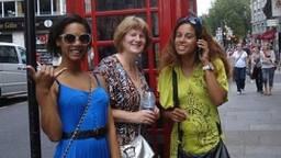 De moeder van Celina met haar zus en nichtje in Londen waar ze naar het concert van Michael Jackson zouden gaan (privéfoto).