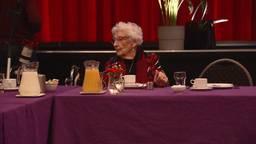 Eenzame ouderen kwamen woensdagmorgen samen in Rijen. (foto: Marco de Roos)