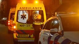 Ambulances en de politie werden rond kwart over elf vrijdagavond opgeroepen (foto: Perry Roovers/SQ Vision).