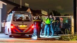 De verdachte wordt aangehouden. (Foto: Marcel van Dorst / SQ Vision)
