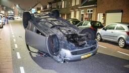 De auto sloeg over de kop op de Molenstraat in Oudenbosch (foto: Christian Traets/SQ Vision).
