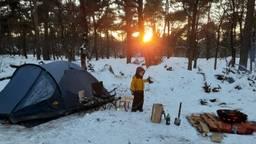 Luka (6) ging met zijn ouders winterkamperen op een camping in Sint Anthonis (foto: Frank Markerink).