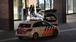 De politie bij het station in Breda (archieffoto: Perry Roovers/SQ Vision).