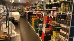 De drankafdeling in de AH in Geldrop is afgeschermd (foto: Tonnie Vossen)