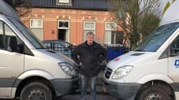 Karel Dictus blokkeerde met zijn vrachtwagens de bushalte (foto: Omroep Brabant).