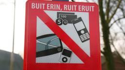 Een waarschuwingsbord tegen auto-inbrekers.