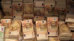 Tonnen aan contant geld in beslag genomen. (foto: archief).