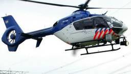 De politie zoekt met een helikopter naar de man en baby