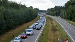 Archief: Aaanschuiven op de N261 richting Efteling is volgend jaar verleden tijd.