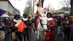 Sinterklaas met zwarte pieten in Den Bosch (foto: Henk van Esch).