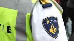 Een Tilburge vrouw (57)  heeft een agent met een aardappelschilmes bedreigd.