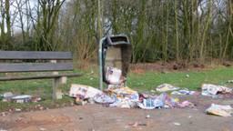 Een opgeblazen prullenbak (archieffoto: Henk van den Berg).