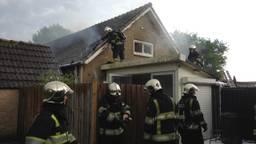 Grote schade aan huis Kruisstraat in Rosmalen na blikseminslag (Foto: Bart Meesters / Meesters Multi Media)
