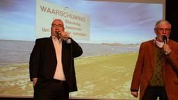 De twee kandidaten in de rapbattle. (screenshot video)