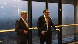 Bert Pauli (rechts, VVD) bij de presentatie van informateur Gerrit Jan Swinkels (links) (foto: Arjo Kraak)