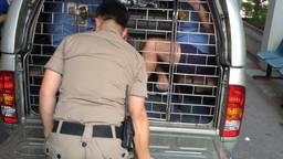 Jan van Laarhoven in Thais politiebusje