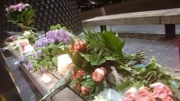 Bloemen voor Edelijn in Uden (foto: Facebook/Ujenaren be like)