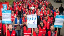Werknemers van DAF Trucks hielden eerder een stakingsmars in Eindhoven (foto: ANP)
