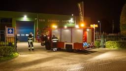 Vat met waterstofperoxide lekt bij Van Dongen in Oosteind (SQ Vision).