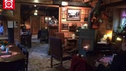 Een café dat 'uit elkaar spat van warme en humor'