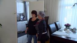 Mevrouw Severijnen uit Terheijden en haar hulp Ina