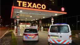 Gewapende overval op de Texaco op de Ringbaan Zuid in Tilburg. (Foto: Jules Vorselaars/JVMedia)